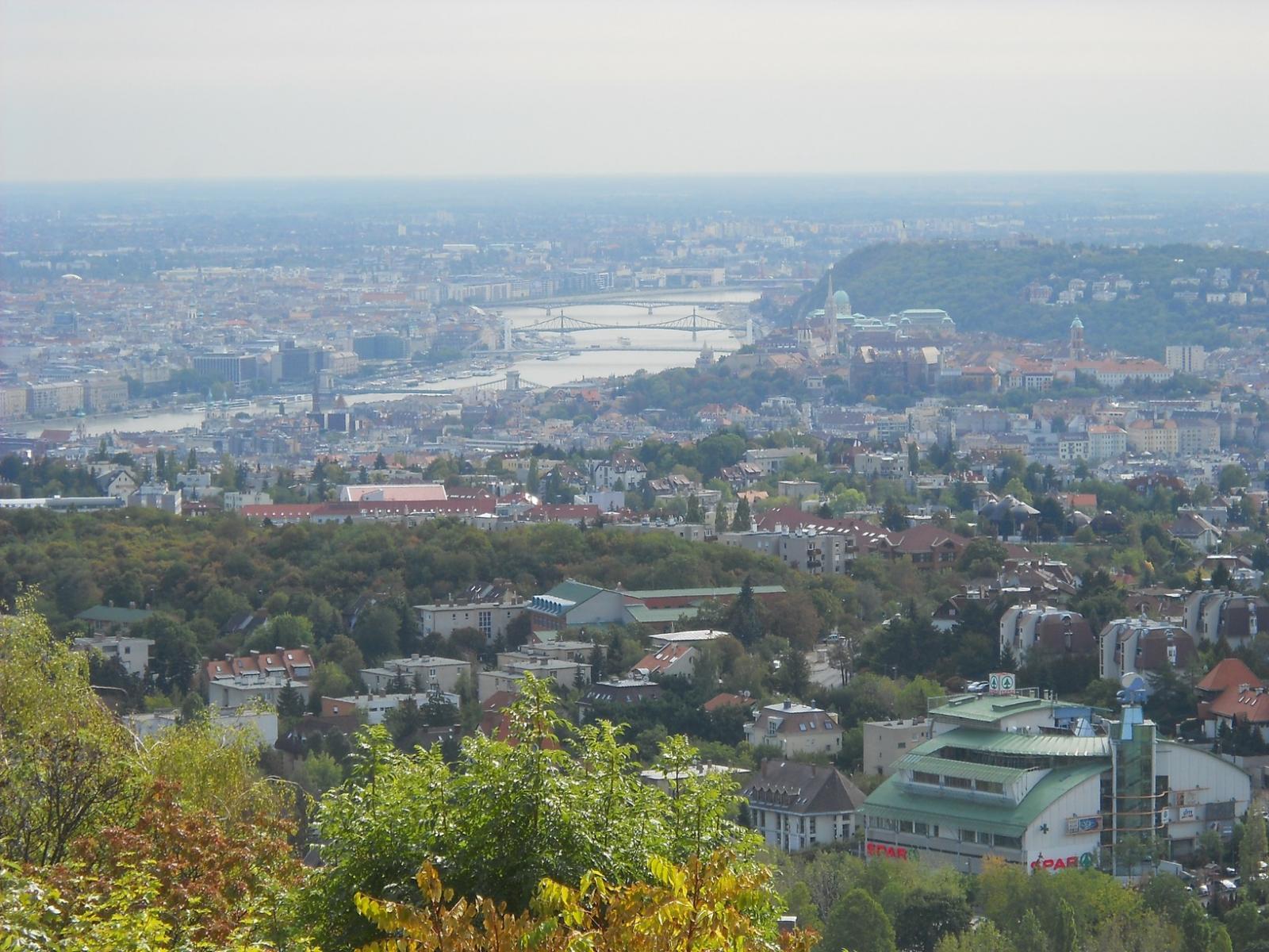 Kilátás a Hármashatár-hegyrõl